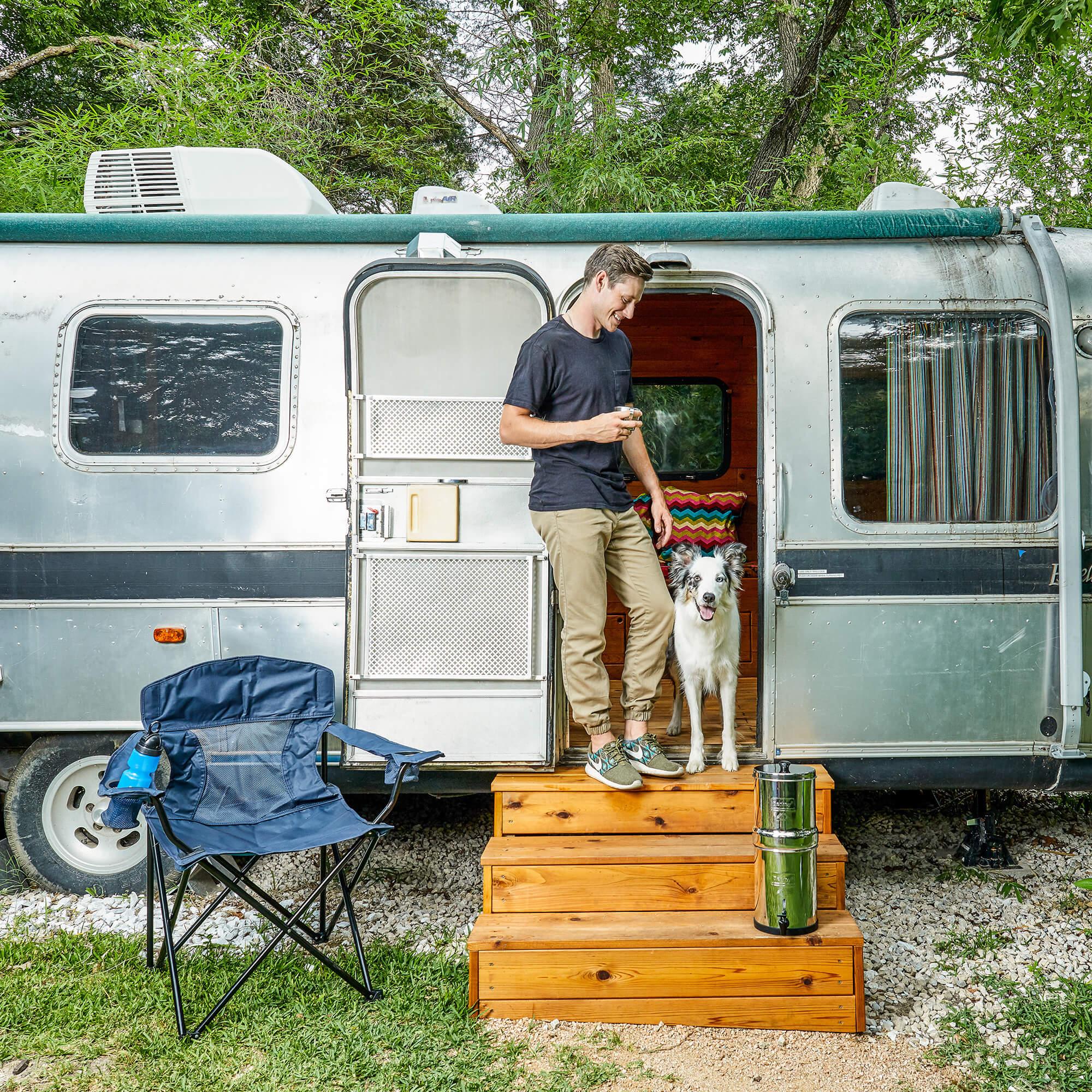 Puhdas vesi on tärkeää karavaanilla matkustaesssa koira mukana