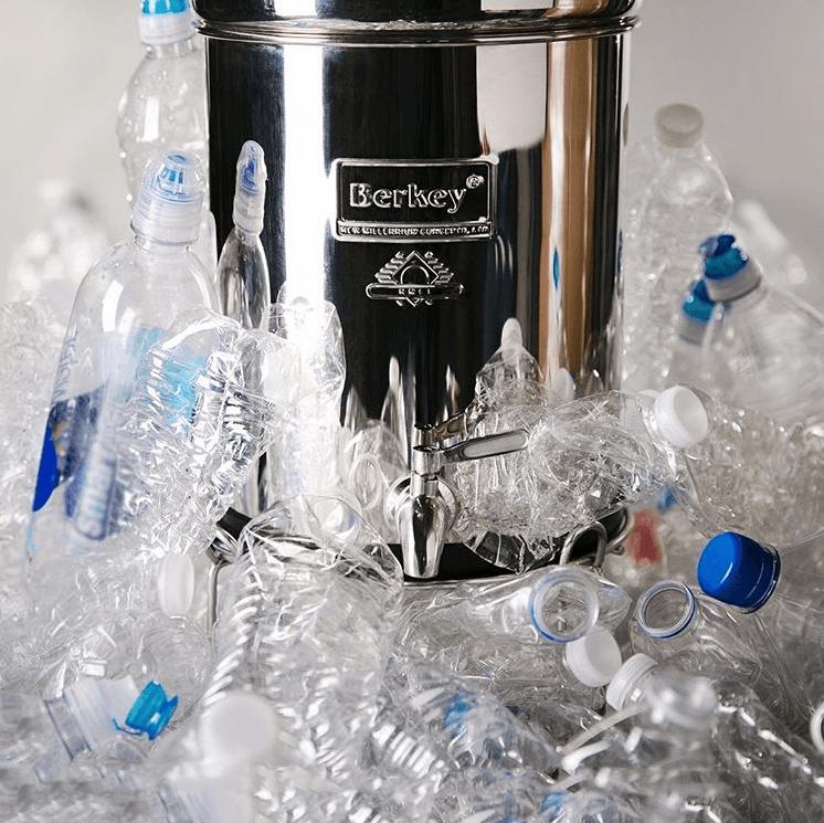 Berkey poistaa mikromuovit ja pullot vedestä